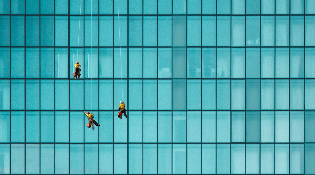 skyscraper window cleaners using rope access